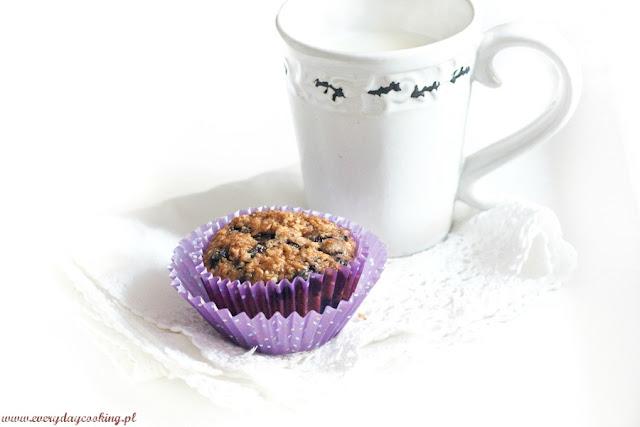 Razowe muffinki z jagodami