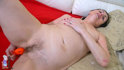 old granny pussy masturbating with toy