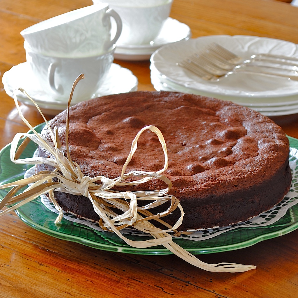 JULES FOOD...: Chocolate Chipotle Almond Cake