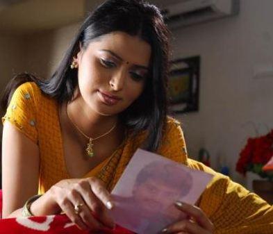 lifestylebay meenakshi dixit hot in saree