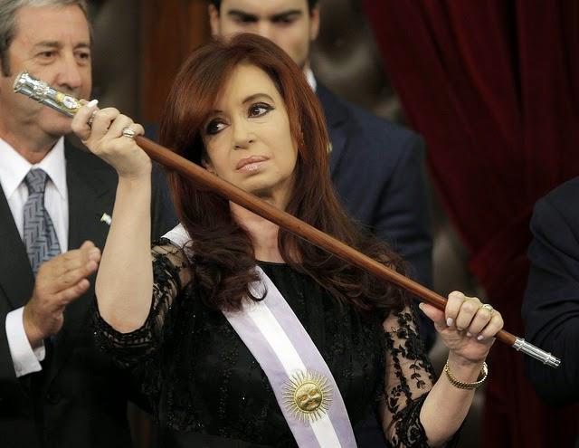 Cristina y el final, Bigote Acosta,