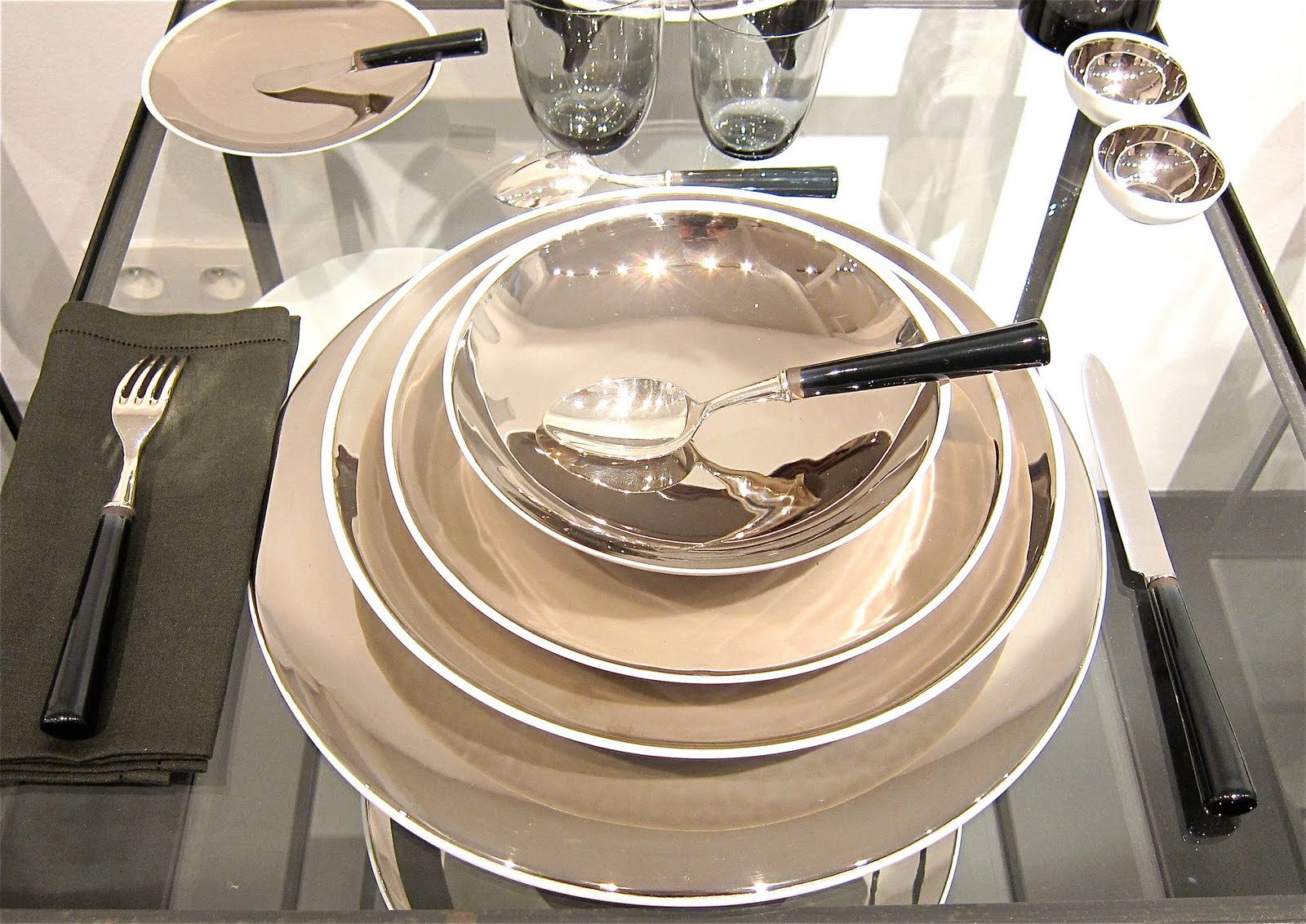 Oh by the way muriel grateau dinnerware for Miroir sorciere