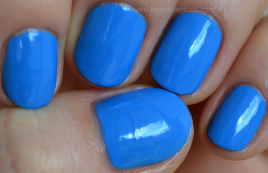 blue nails, manicure, swatches