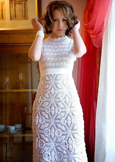 """Когда я увидела схему этого покрывала, то мои сомнения по поводу давности и давно избитых ажуров, отпали сами собой. Сразу вспомнилось свадебное платье, связанное крючком и """"гуляющее"""" по просторам интернета."""