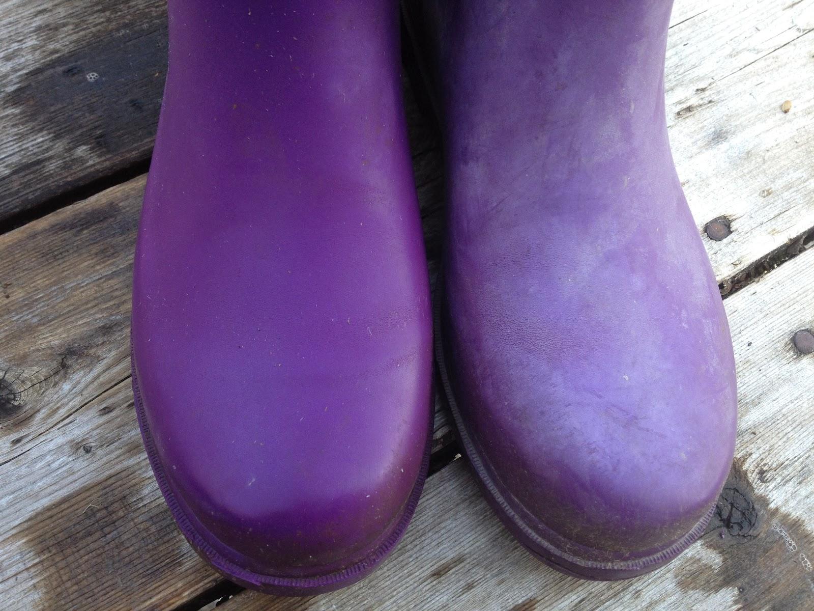 Can I Spray Paint Rain Boots