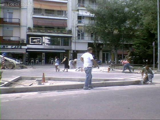 Άφωνοι οι Εδεσσαίοι έβλεπαν να στενεύουν ακόμα περισσότερο δρόμους
