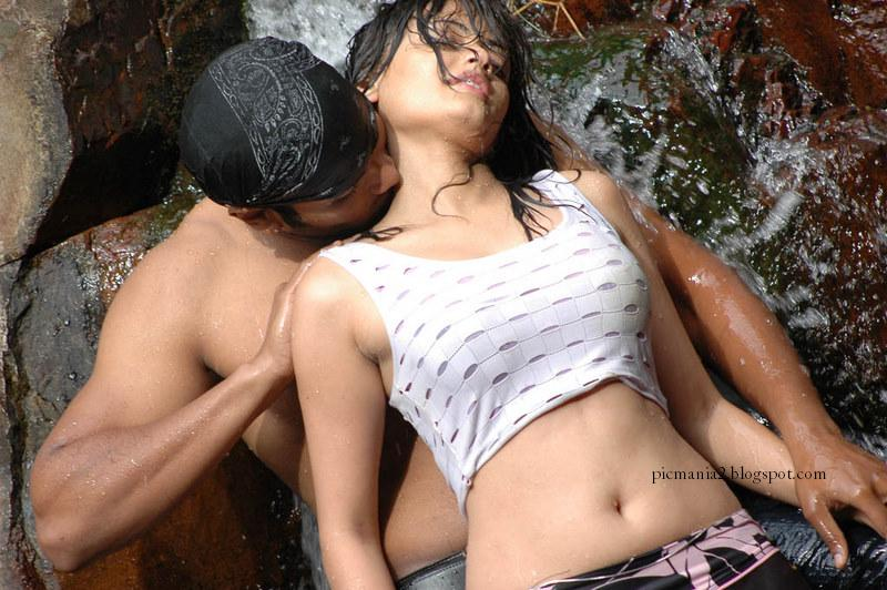 Sneha ullal Romancing Hot and wet image Gallery