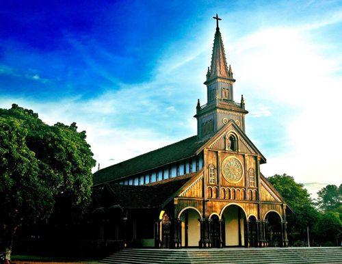 Nhà thờ Chính tòa (Gỗ) Kontum