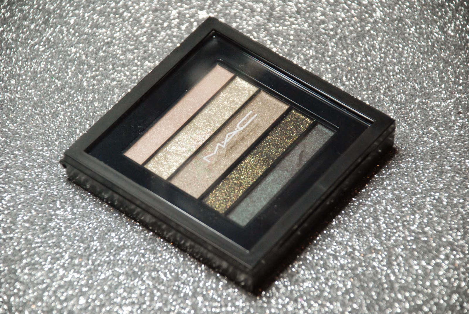 MAC Greenluxe paletka cieni. Recenzja + makijaż.