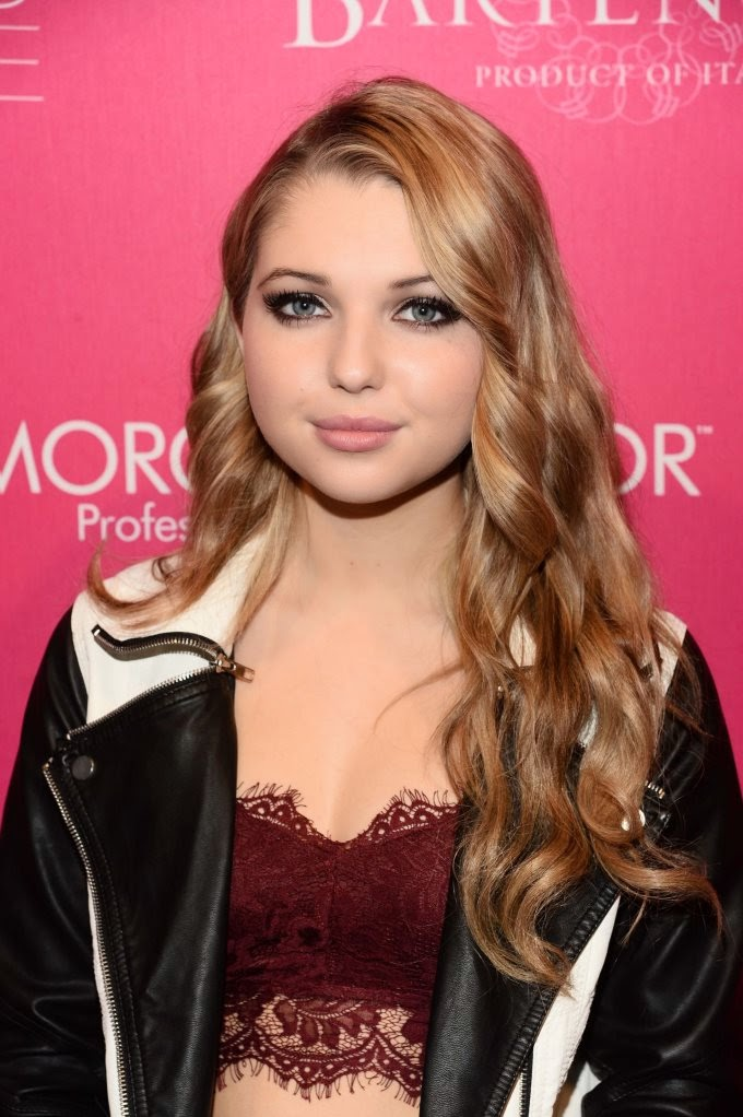young actresse Sammi Hanratty