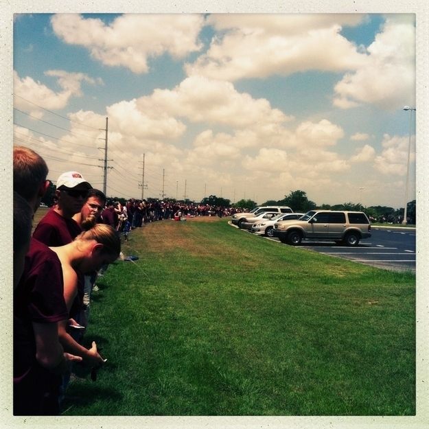 26 Moments That Will Restore Your Faith In Humanity Again - The Texas A&M students blocked Westboro Baptist Church protesters with a human wall