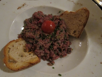 Le petit bistrot un restaurante franc s actual sencillo for Platos fuertes franceses