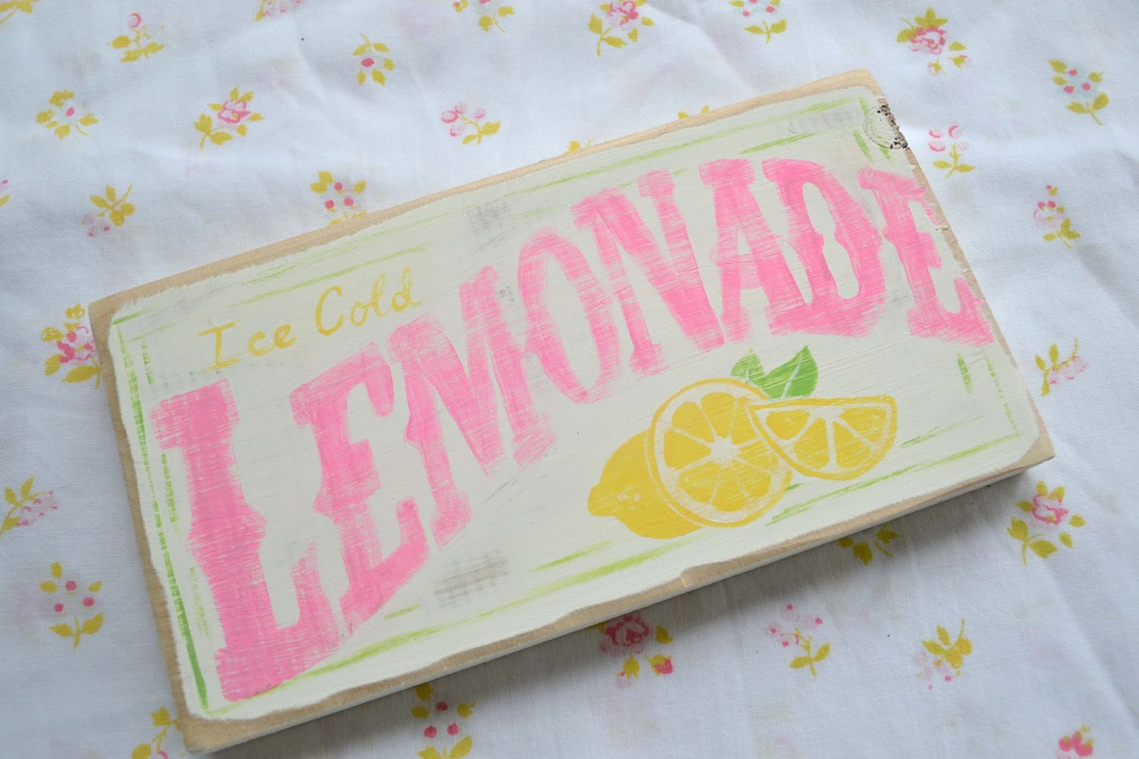pink lemonade sign