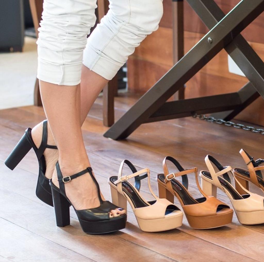 como usar sandalias de salto grosso