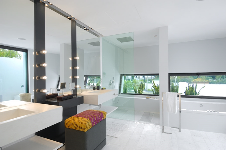 Modern bathroom in Sotogrande House by A-Cero Architects
