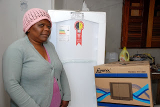 Silvia Francisca Dias, no Morro dos Pinheiros, também ficou satisfeita com a entrega dos kits
