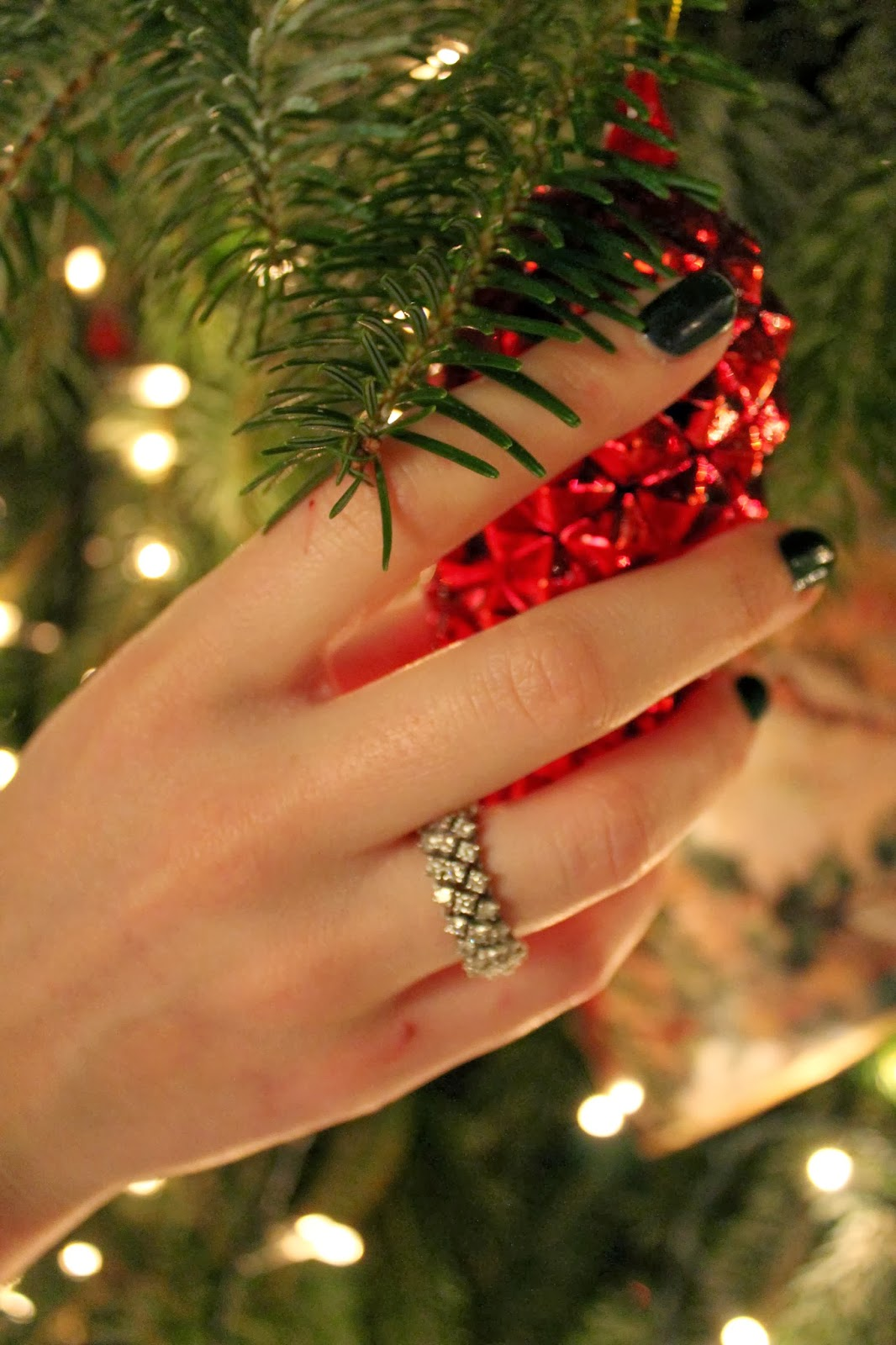 diamond ring, many diamonds
