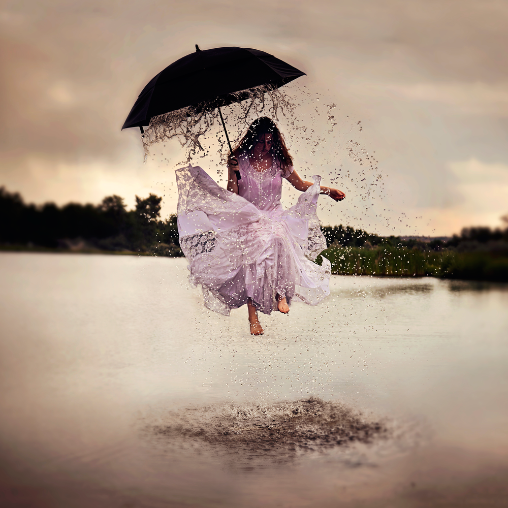 08-Rainy-Day-Jenna-Martin-Surreal-Photographs-with-Underwater-Shots-www-designstack-co
