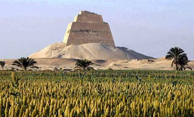 Pirámide del faraón Snefru, en Meidum