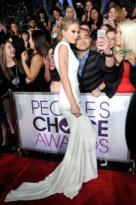 Taylor Swift sexy revenge dress at 2013 People's Choice Awards