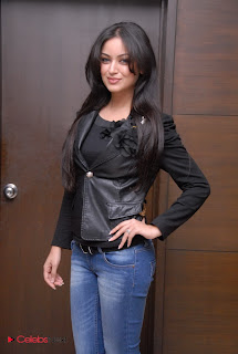 Maryam Zakaria Pictures in Leather Jacket and Skinny Jeans ~ Celebs Next