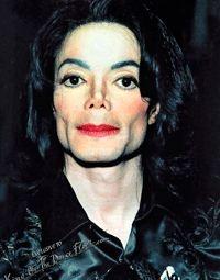 Autópsia revela que Michael Jackson tinha tatuagens espalhadas pelo rosto