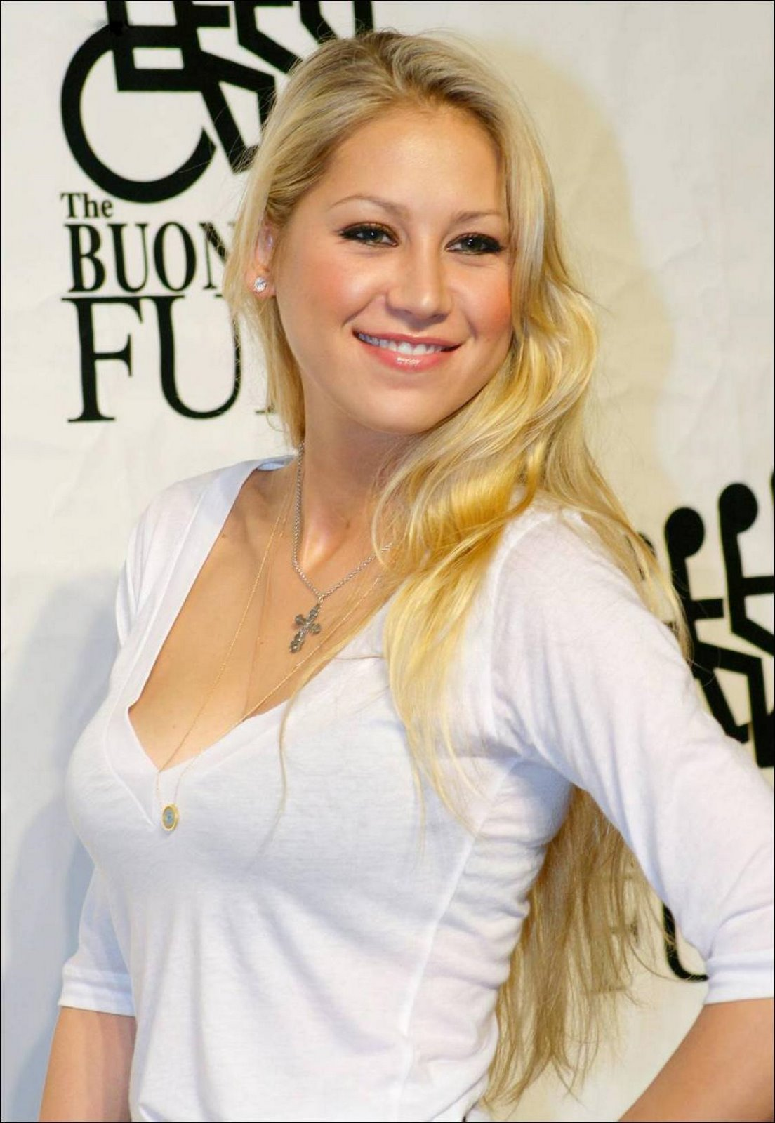 Fresh Look Anna Kournikova Hairstyles 01