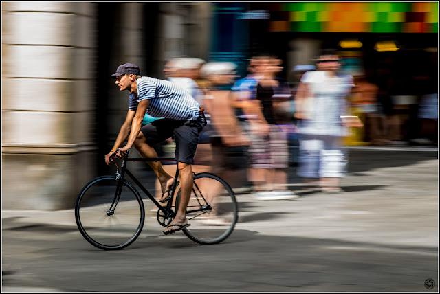 Portal del Angel, Barcelona: Panning de Ciclista