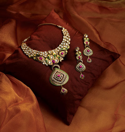 Tbz Jewelry Designs http://www.indiangoldesigns.com/2011/10/tbz-designer-diamond-bridal-necklace.html