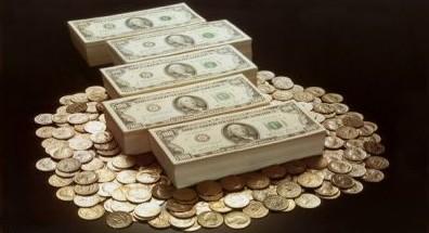 menemukan uang