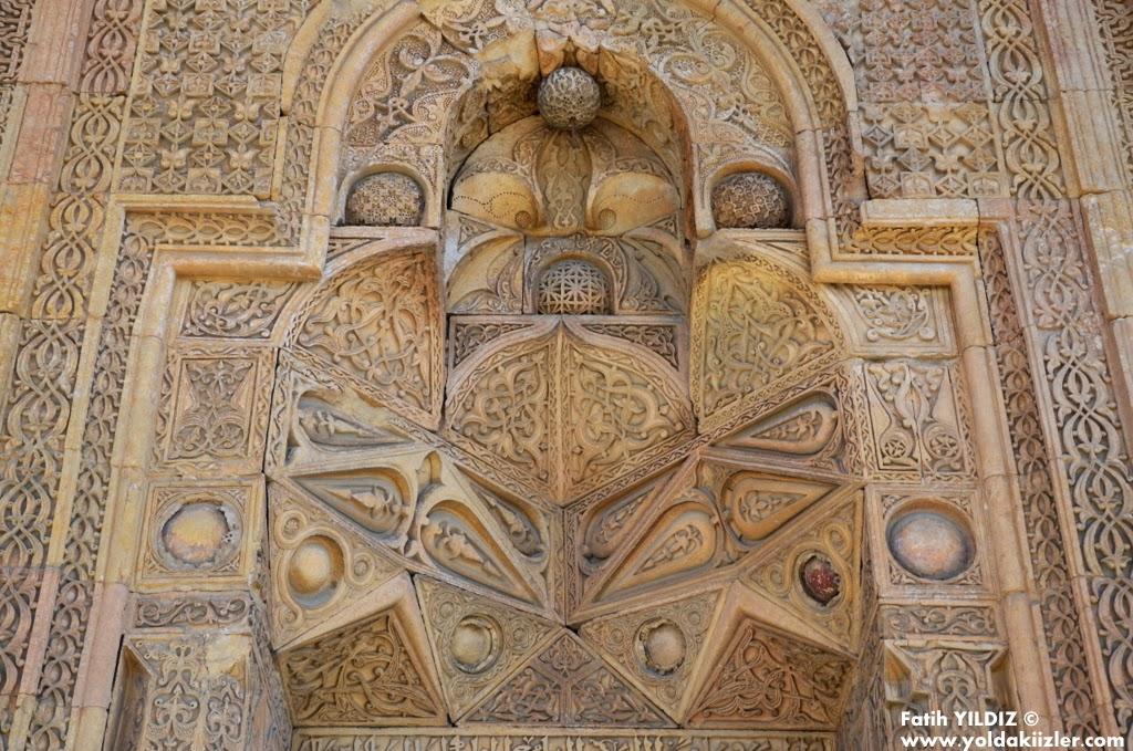 Sivas Divriği Ulu Camii tekstil kapı batı kapı gölgeli kapı çarşı kapı
