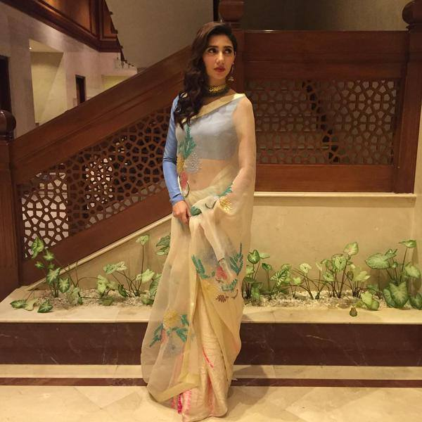 Mahira Khan New Look for Manto Premiere Lahore
