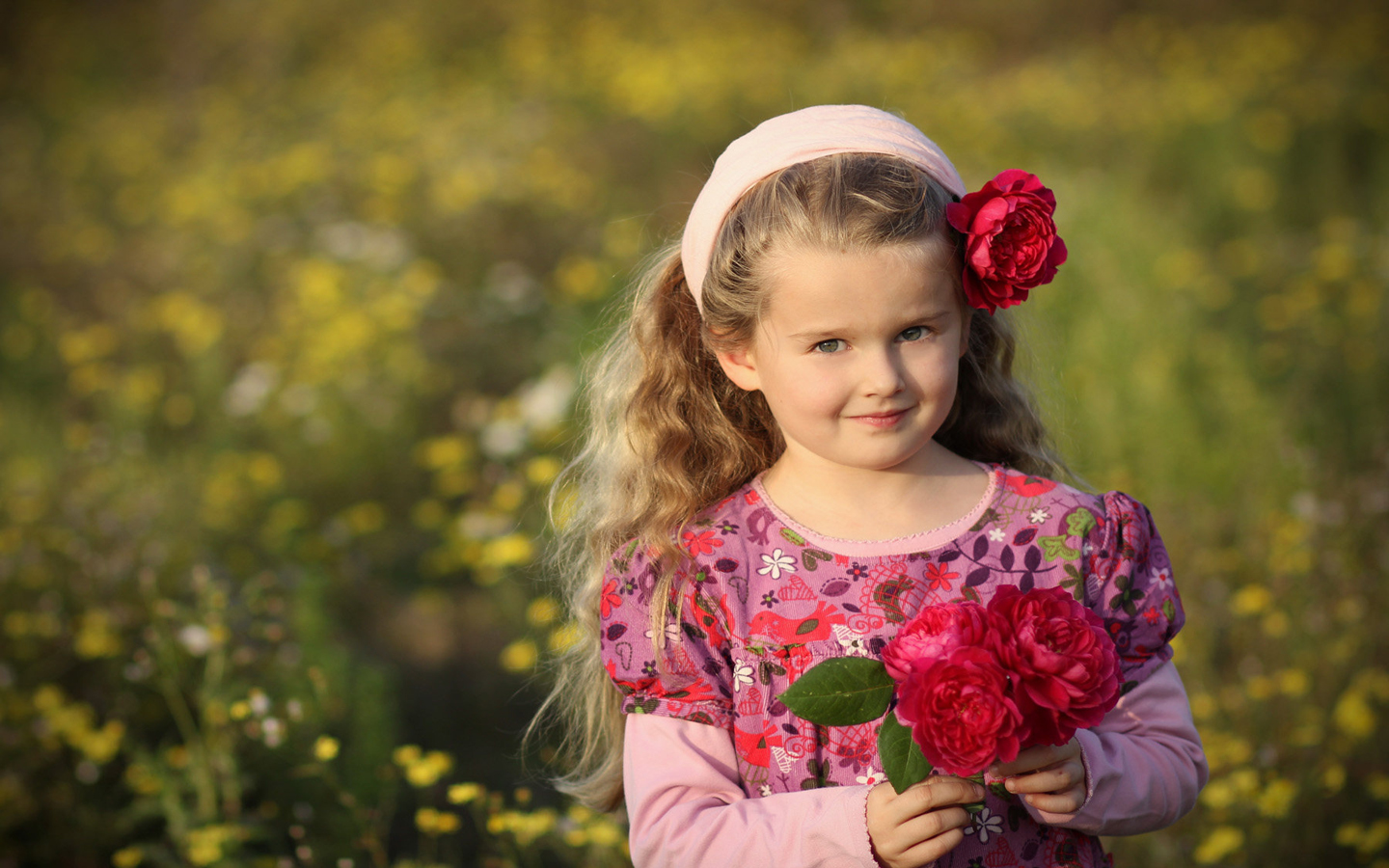 Cute little princess with red roses hd wallpaper cute for Small princess