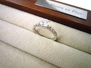 生まれ変わったリスタイル(リメイク)したダイヤモンドリング。