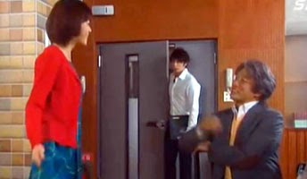Chiaki walks into the practice room where Nodame and Tanioka are having a cheerful discussion