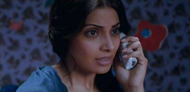 Screen Shot Of Hindi Movie Aatma (2013) Download And Watch Online Free at worldfree4u.com