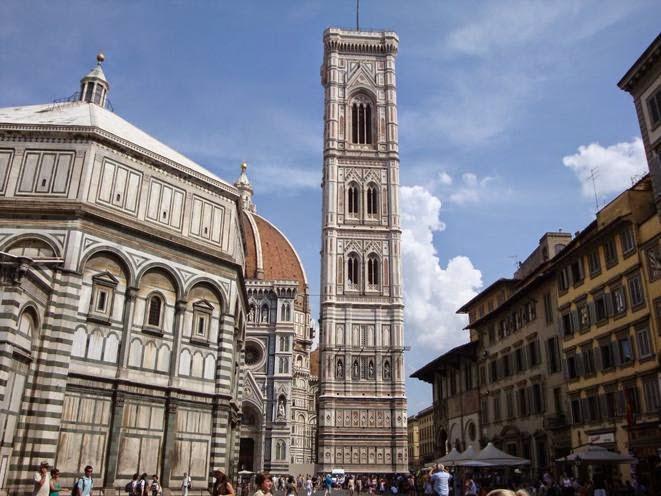 El Campanile de Giotto en la Piazza del Duomo, Florencia