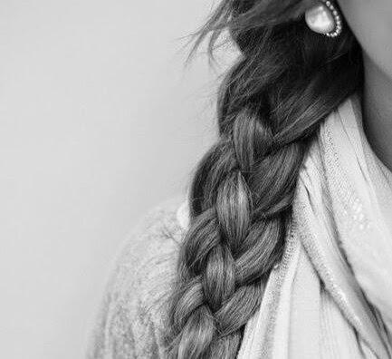 capelli mossi in maniera naturale, treccia