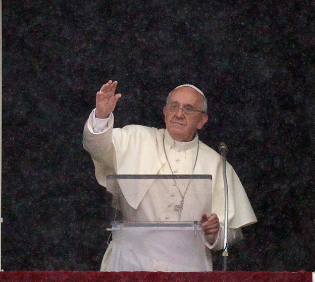 Papa Francisco defende gays em entrevista a jornal jesuíta