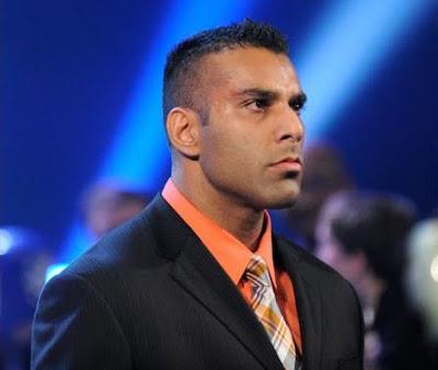 [WWE] - Jinder Mahal não impressiona Jinder%2BMahal%2Bslaps%2BThe%2BGreat%2BKhali%2Bon%2B%2527The%2BKhali%2BKiss%2BCam%2527%2B13-5-2011%2B-%2B2