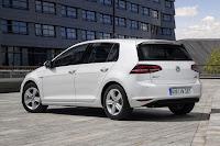 Volkswagen Golf BlueMotion TSI 5-Door (2015) Rear Side