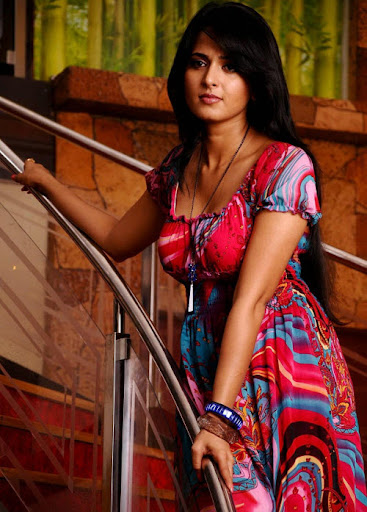 OnlyHotZone: Anushka Shetty in Skirt Hot Photo Gallery