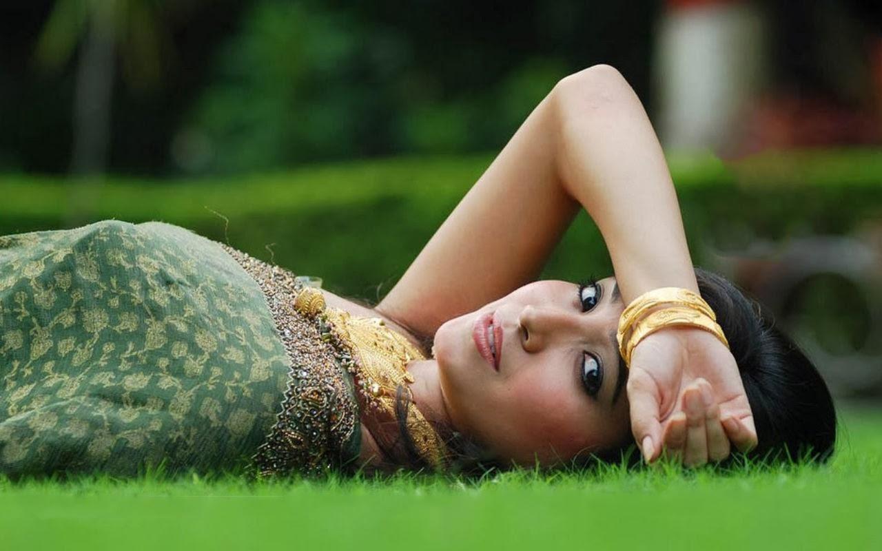 Asha Negi HD Pics