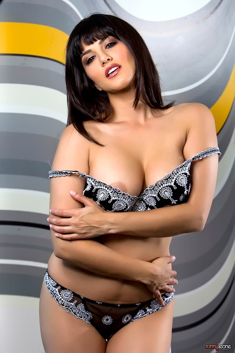 black lingerie leone Sunny