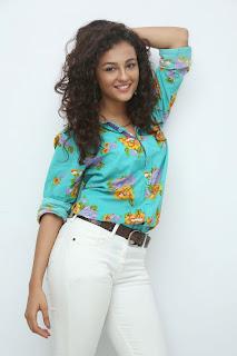 Seerath Kapoor Glamorous Picture shoot 066.jpg