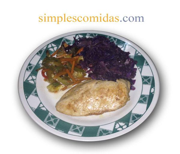 pollo con vegetales salteados