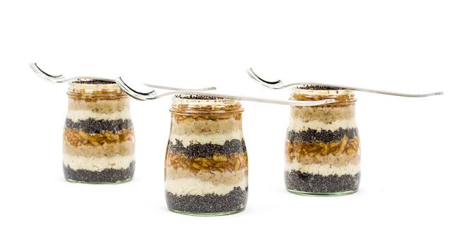 Presna gibanica v kozarčku Raw dessert in jar recipe shot