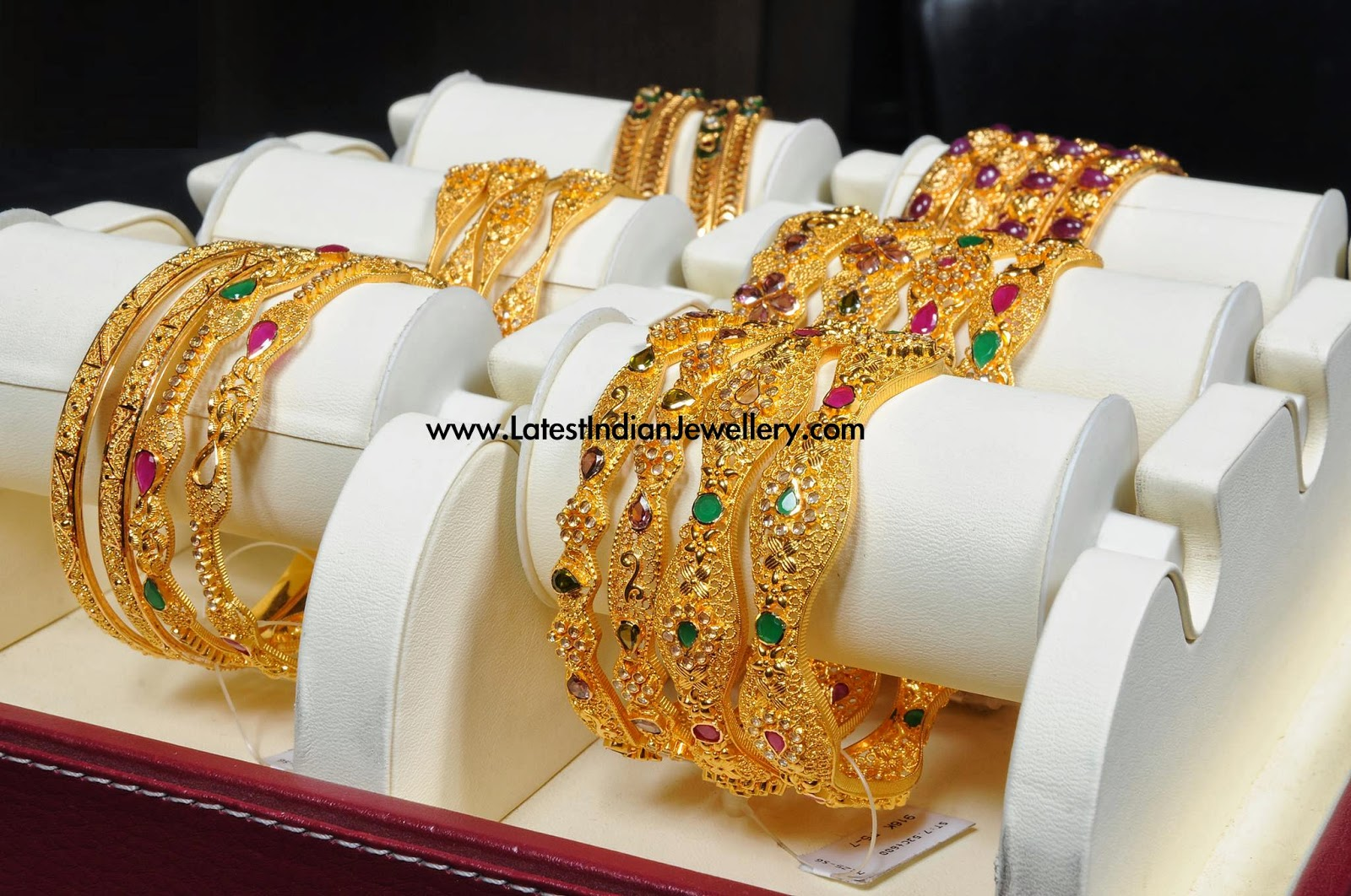 manepally Gold Uncut Diamond Bangles