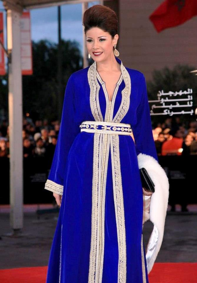 Caftan moderne de luxe   Takchita Bleu - Caftan Marocain Boutique ... 48e2afbf651