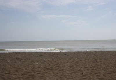 pasir hitam halus pantai purin sosro